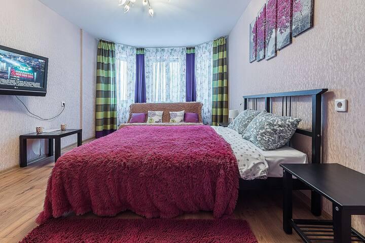 """Добро пожаловать! Гостевая квартира с балконом в новом микрорайоне """" Седьмое небо"""", возможно размещение до 4 гостей Кровать с ортопедическим матрасом и раскладной диван, мебель новая, удобная."""