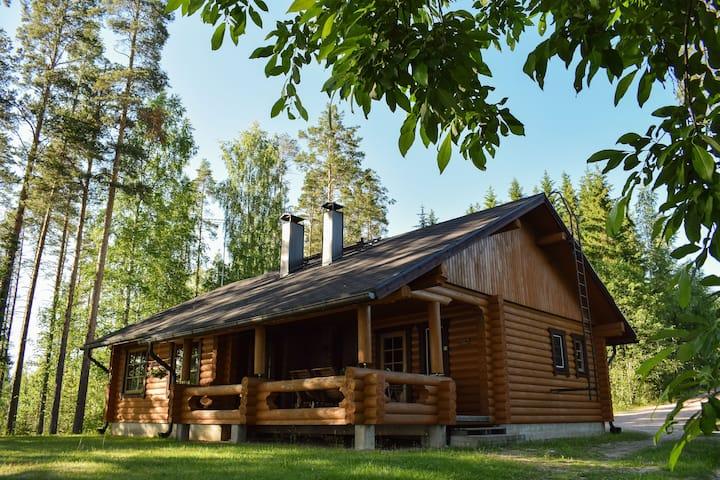Karhunpesä spacious log cabin for 8