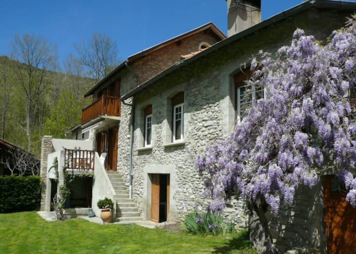Chez Jean -Paul ,  gîte 4 personnes, vue Pyrénées