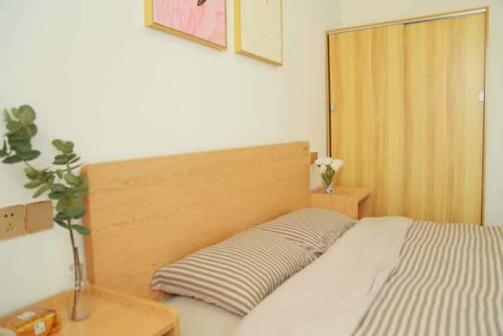 近医院清新现代温馨三居室