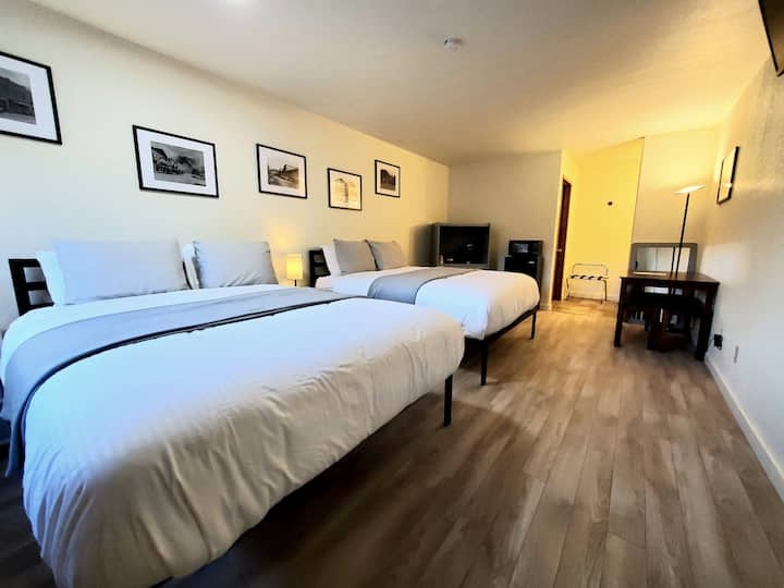 BRAND NEW Rooms in Town! 2 Q Beds, Pets / Rm 412