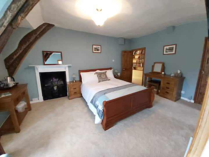 B&B King Size Room in a 13th Century Manor House
