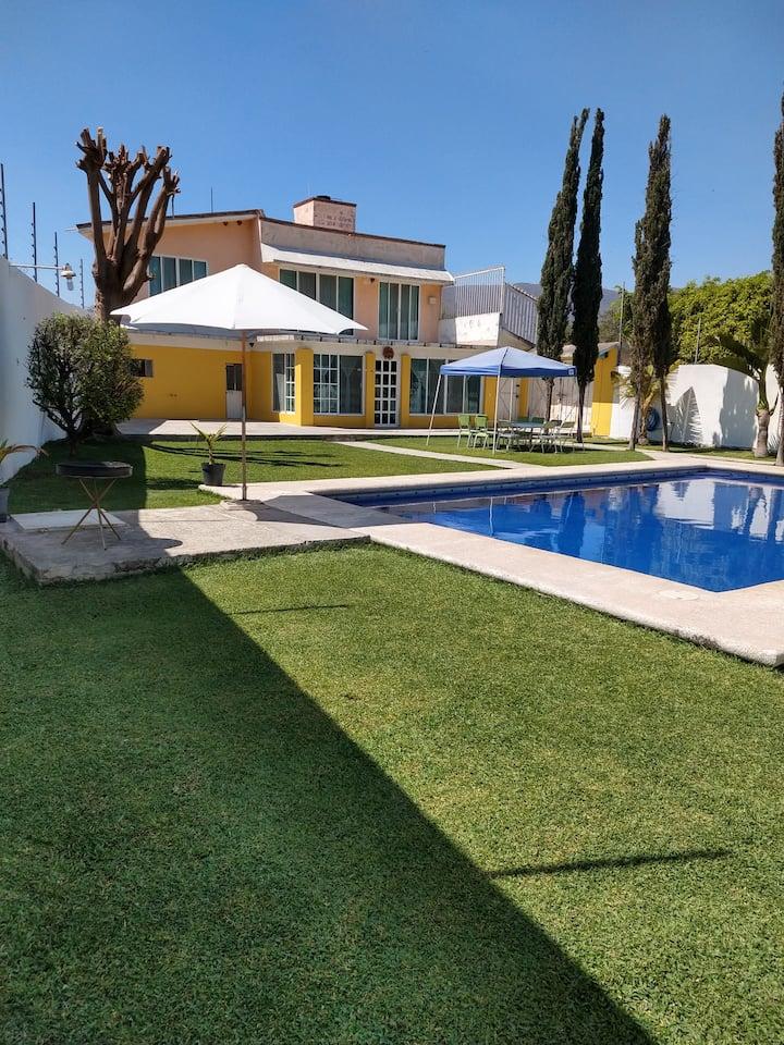 bonita casa en Morelos jardin y alberca