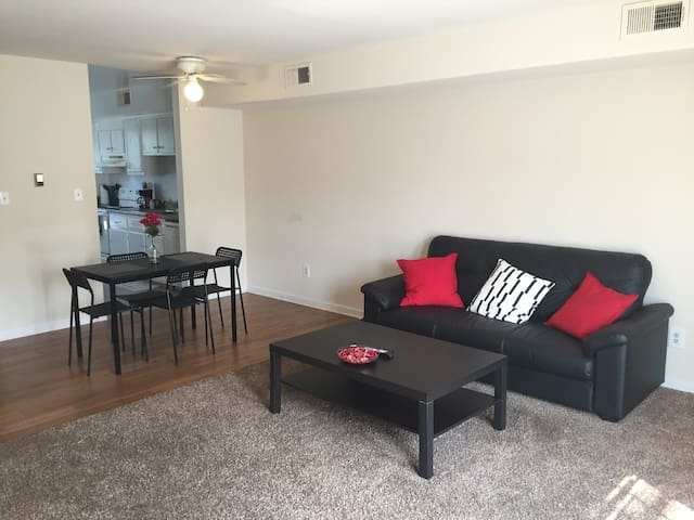 Spacious 2 Bedroom 1.5 Bathroom private Townhome