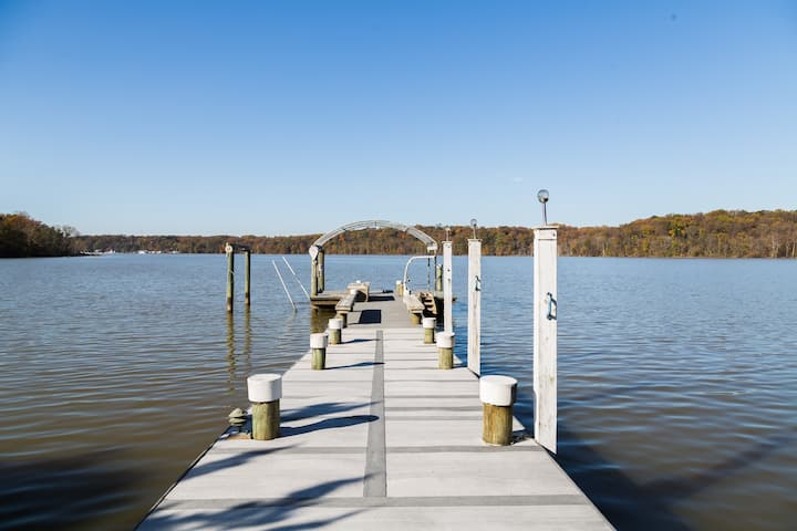 Waterfront Bliss Near Nations Capitol