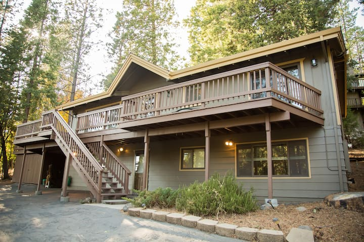 Updated Twain Harte retreat with modern amenities