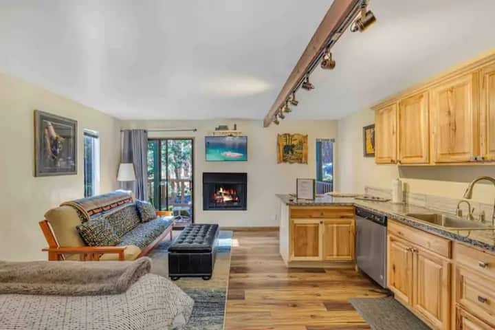 Comfy Studio,  Lake Tahoe Beaches and Ski Resorts
