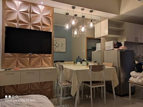 2020-opened across SM Cebu studio unit w/ kitchen