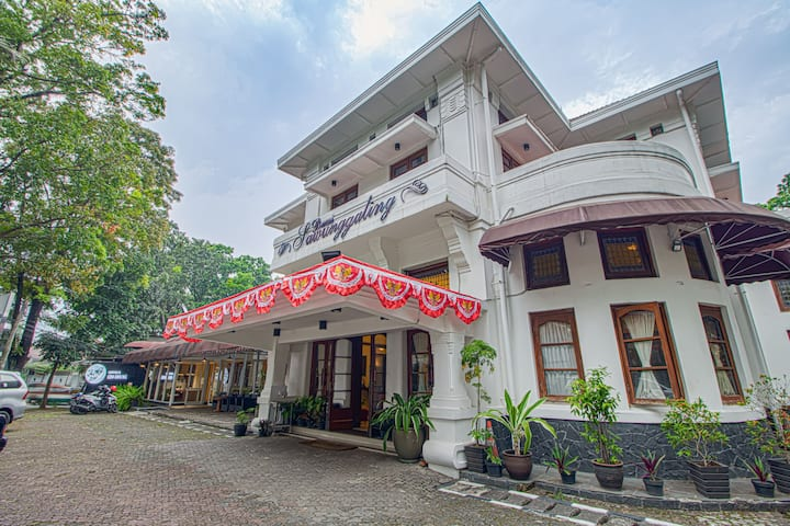 Premium Room at Hotel at Sawunggaling 13
