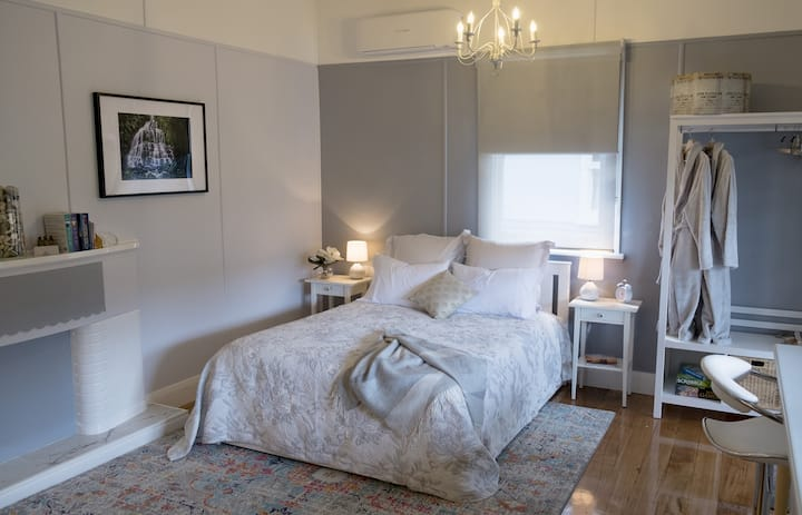 Private modern studio in the centre of Queenstown.