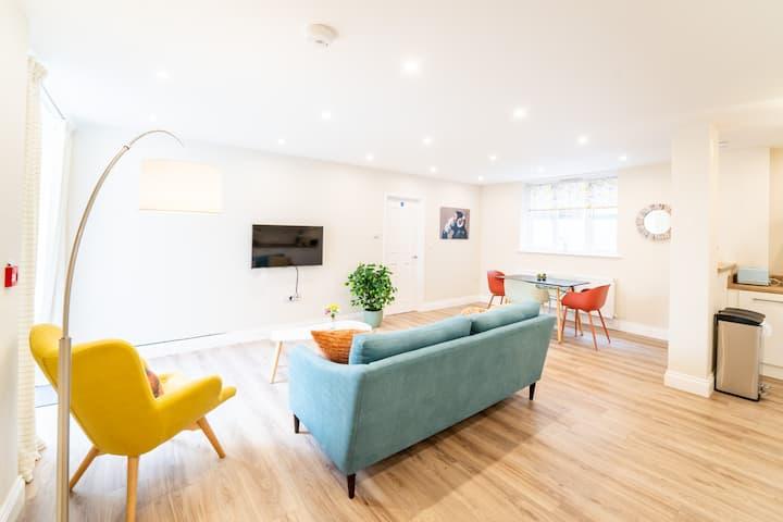 South Quay Apartment - 2 Bedrooms - 2 Bathrooms