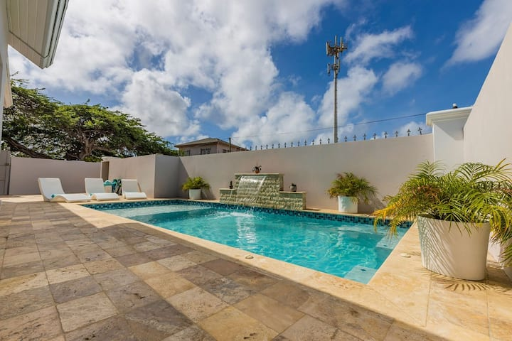 Remodeled 6BR - PrivatePool, GameRoom, Close2Beach