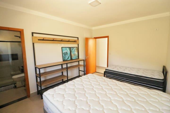 Suíte 3 (1 cama queen e uma bicama)