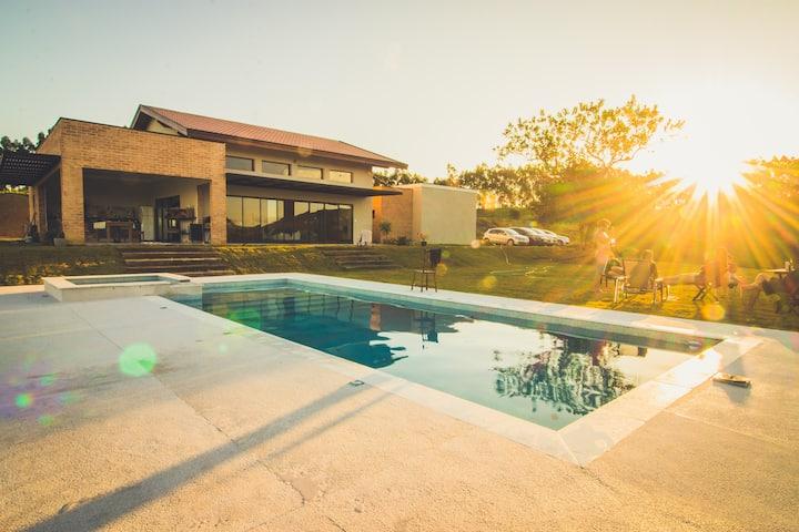 Casa de Campo Incrível com Spa Aquecido e Piscina.