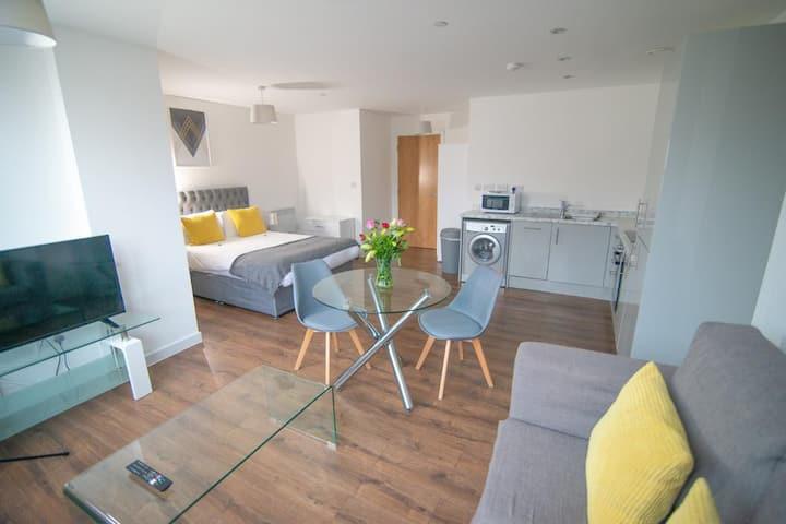 Spacious Studio Apartment Liverpool City Centre