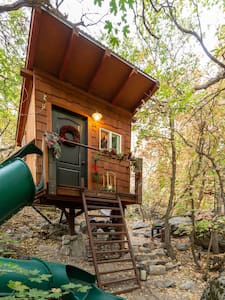 Romantic + Fun Treehouse in Mountains by Snowbird