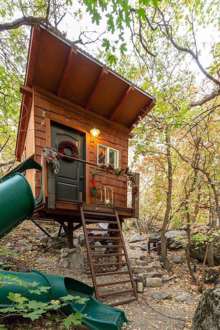Romantic + Fun Treehouse in Mountains by Snowbird