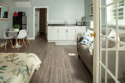 Chic Studio Close to Cville, Wineries, Orchards