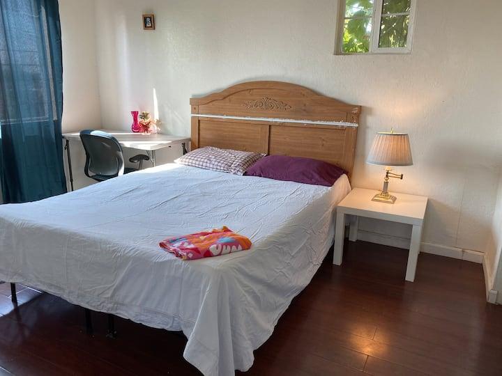 K1 queen size bed Private bedroom