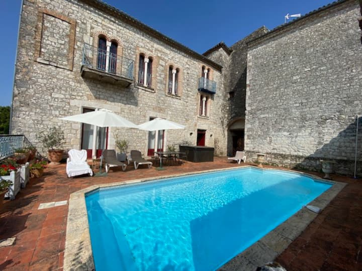 Lauzerte Mansion with Heated Pool