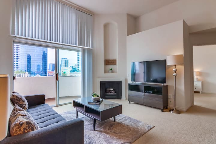 Contemporary San Diego 2 Bedroom in Little Italy
