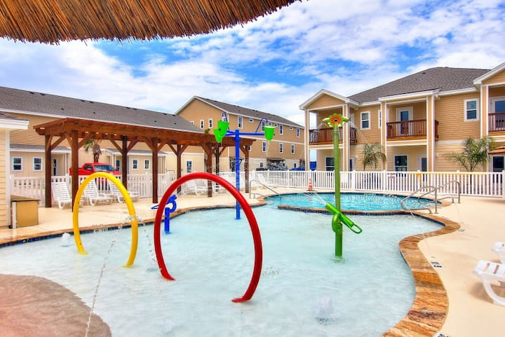 New Townhome with 3 Heated Pools/ Right by beach!