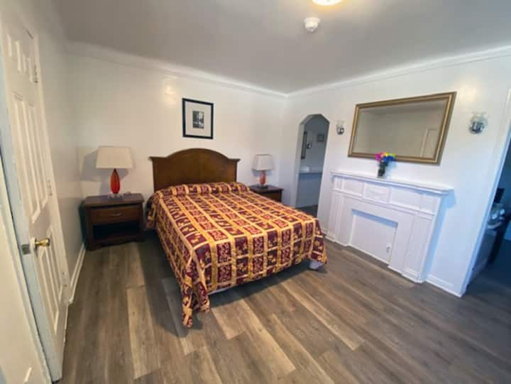 Cozy Studio Apartment with Kitchen in LA - V5