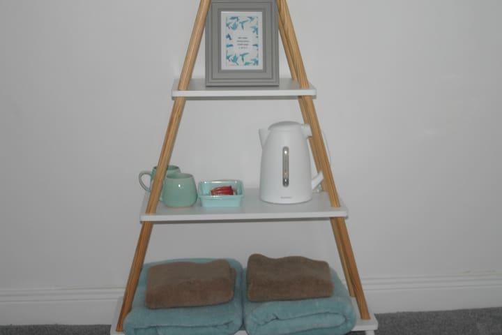 """Belmore "" bedroom - towels, kettle, crockery mugs with welcome edible treats."