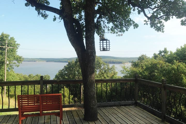 Quiet home with a view of beautiful Keystone Lake