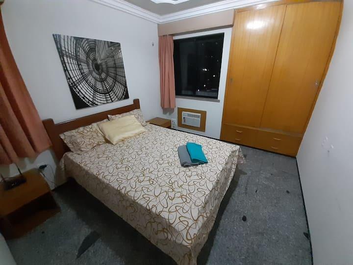 Apartamento na Praia de Iracema a 400 m da praia.
