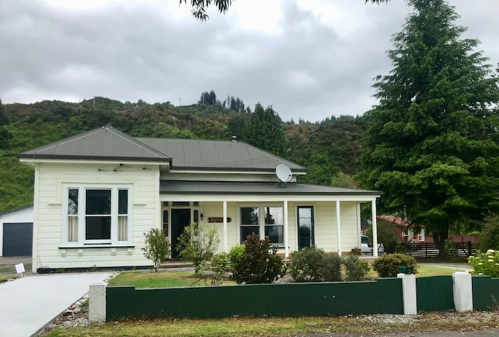 The Old Vicarage Rosstown . Reefton