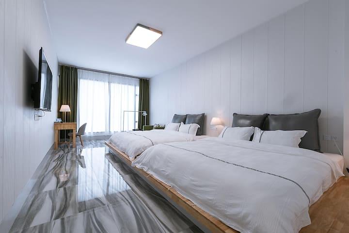 麓潍良舍(两张2.2米长*2米宽乳胶床)房间面积42平方