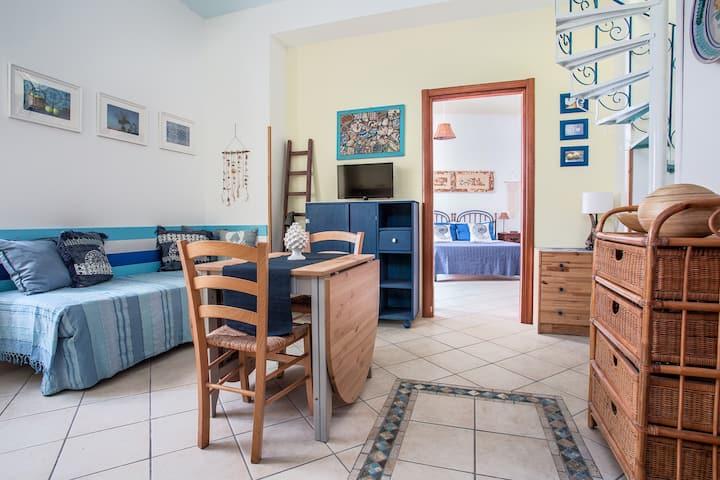 Casa a due passi dal mare, località Canneto.
