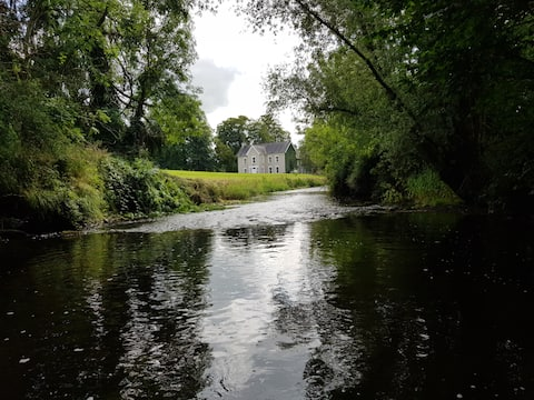 Historic home and gardens near Cashel/Thurles