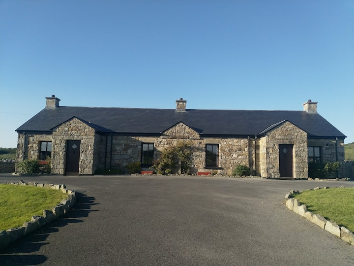 Creevy Pier: Failte Ireland Approved Cottage:Moor