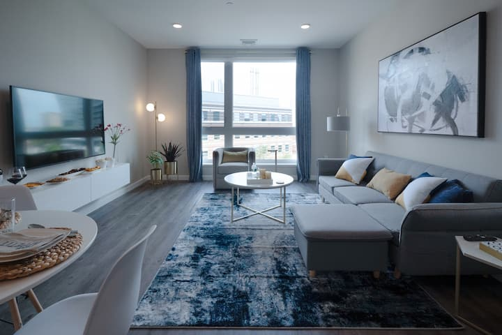 Gorgeous Modern Apt w/ Rooftop | Downtown at Yale