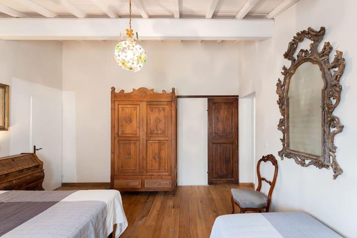 Camera da letto e armadio.