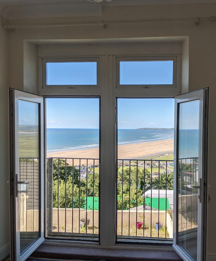 One Bedroom Flat with Panoramic Sea Views