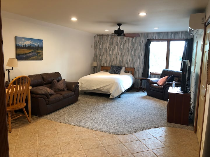 Unique studio apartment close to Ames Iowa.
