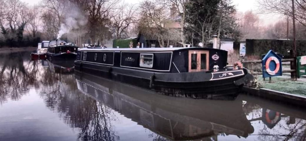 ** Luxury ** Modern Widebeam Narrowboat Barge