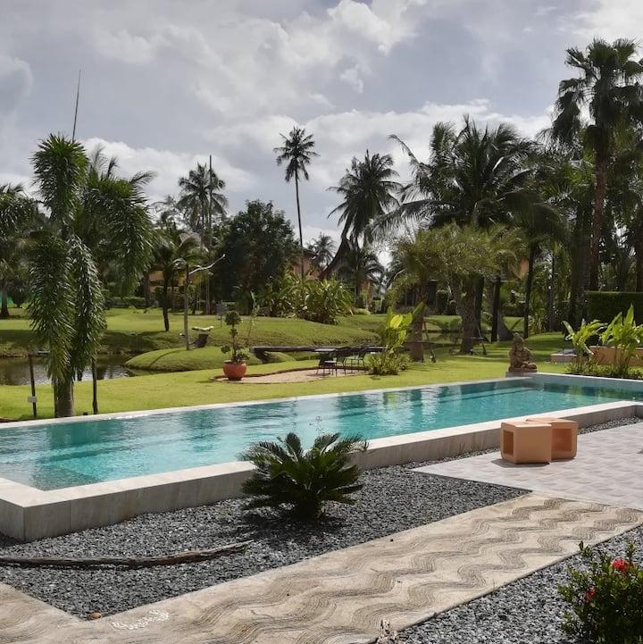 Suite 1, private Terrace, Pool in luxurious Resort