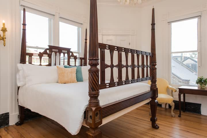 Luxury, historic room in boutique hotel - Suite 12