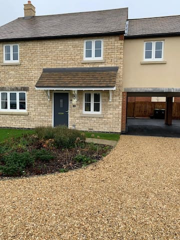 Witney Nr Cotswolds ideal Work Stay, betweenHomes