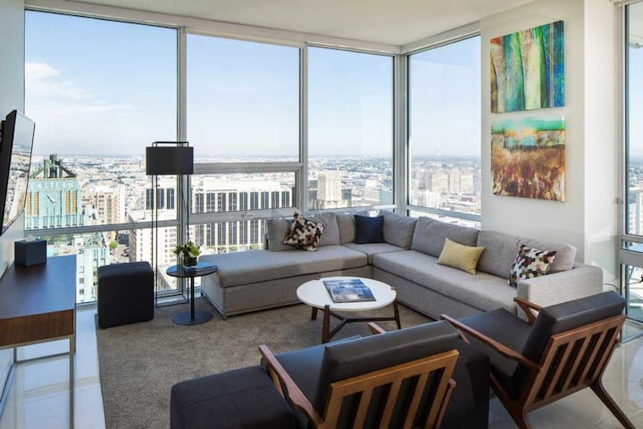 Luxury Sky Rise Condominium DTLA