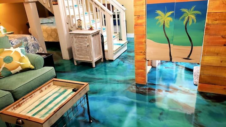 TCR Odysea, 1 blk off beach/pool