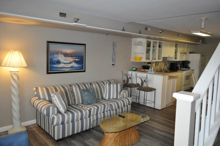 Gated SANITIZED 2 level condo downtown OC bayview
