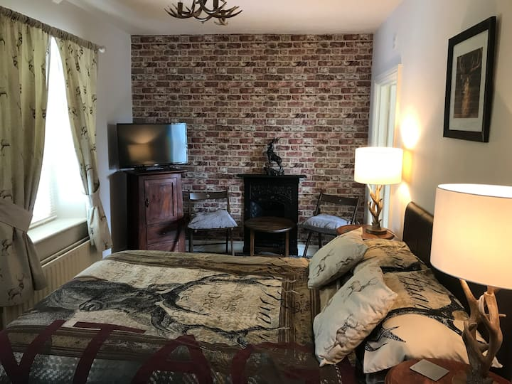 Thropton Demesne B&B, Red Room Double En-suite