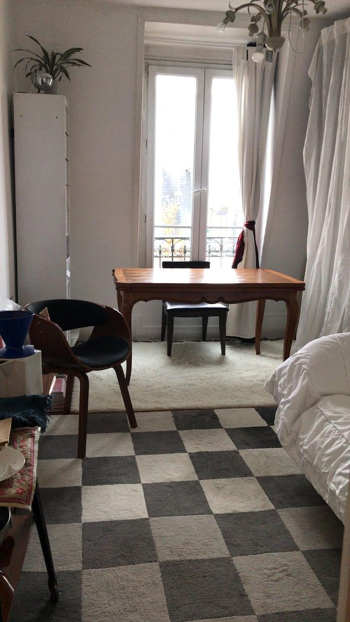 Studio de charme sous les toits de Paris