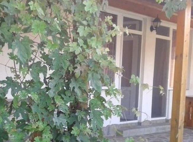 "Бунгало Панорама Лозенец ""Водолей"""