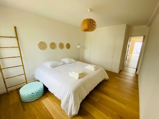 Chambre 2 coté pins